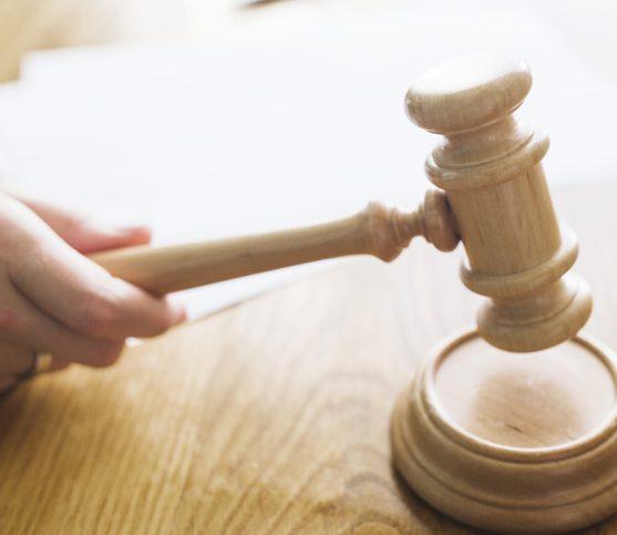 داوری در دادگاه